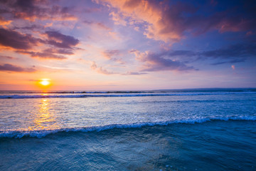 Fototapet piękny zachód słońca nad morzem