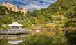 Giardini di Castel Trauttmanssdorff, Merano, Alto Adige, Italia. Scorcio del famoso giardino botanico dove 80 ambienti botanici prosperano e fioriscono piante da tutto il mondo.