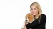 Junge Frau mit ihrem Haustier.