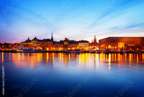 Papiers peints Stockholm night skyline of the Gamla Stan Old Town in Stockholm, Sweden, toned