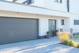 Fototapety Moderne Fassade mit Garagentor