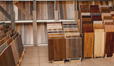 Sample parquet boards in hardware store - 126818577