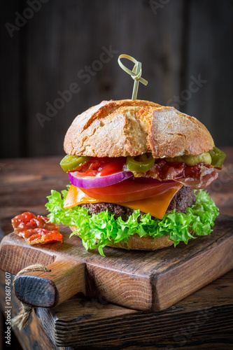 Poster Homemade burger with beef, cheese and vegetables