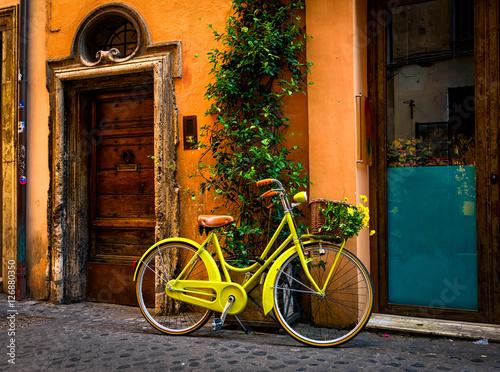 Bicykl parkujący na ulicie w Rzym, Włochy