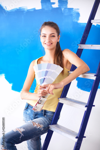 Poster Young beautiful woman holding palette with collor samples