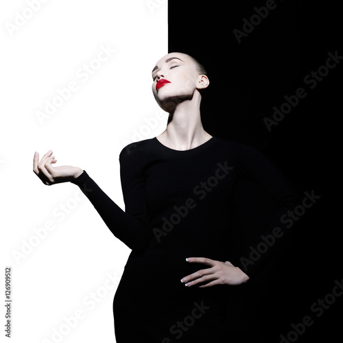 Papiers peints womenART Elegant blode in geometric black and white background