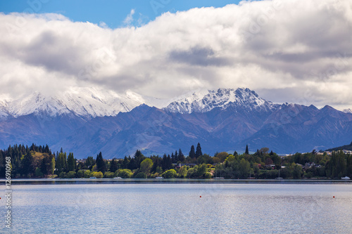 Poster Lake Wanaka snow mountain view, New Zealand