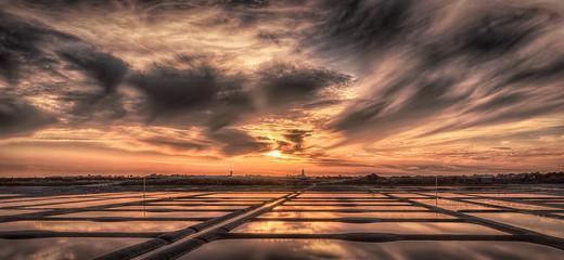 Fototapeta pochmurny zachód słońca