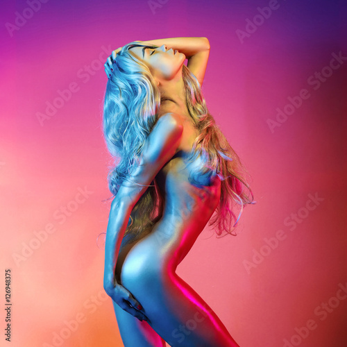 Foto op Aluminium womenART Nude sexy blonde in colorful light.