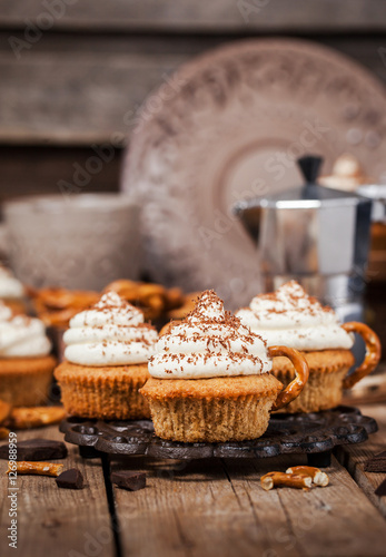 Poster Delicious coffee cupcakes decorated like a cappuccino cup