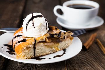 Pie with apples and ice cream