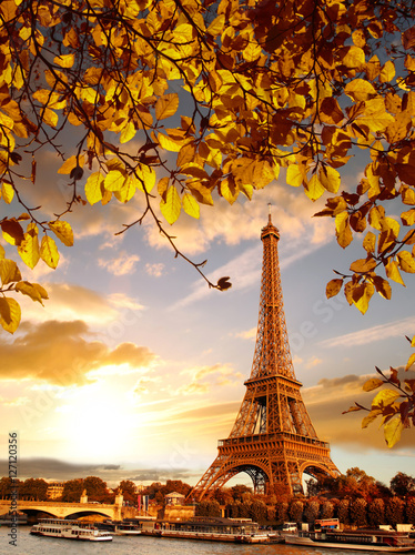 Poster Eiffel Tower with autumn leaves in Paris, France