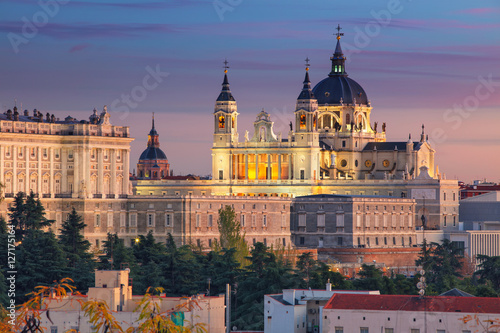 Foto op Canvas Madrid Madrid. Image of Madrid skyline with Santa Maria la Real de La Almudena Cathedral and the Royal Palace during sunset.