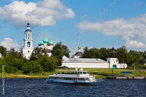 Cruise ship goes over a large river vlogs, Russia © Stanislav Komogorov