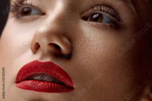 Poster Close-up Of Beauty Woman Face With Beautiful Makeup And Red Lips