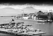 Nord Tromso port de la ville de fond en noir et blanc