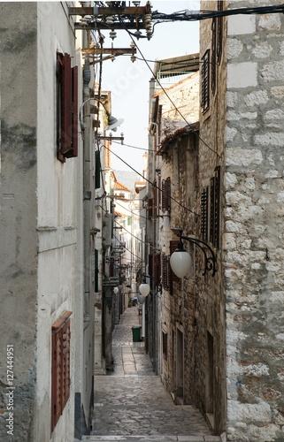 Gasse in der Altstadt von Sibenik © don57