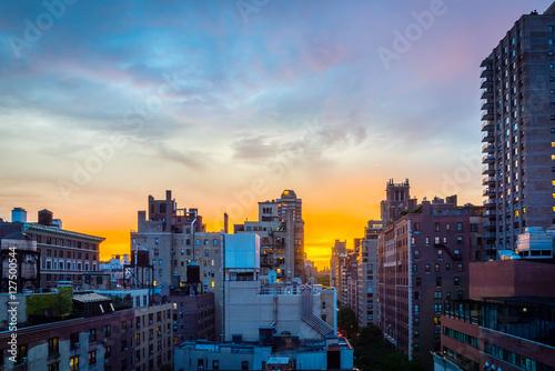 Papiers peints New York Sunset over a New York City neighborhood.