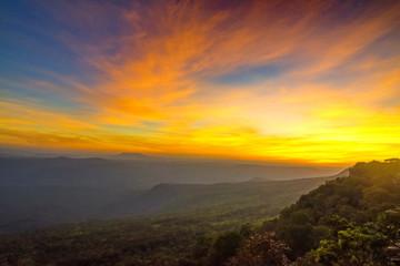 Fototapeta zachód słońca ponad górami