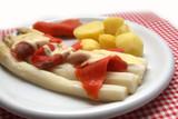 Spargel mit Räucherlachs und Kartoffeln