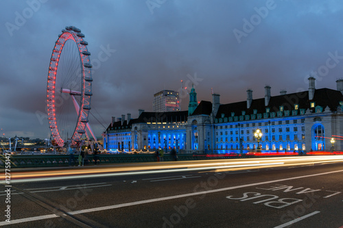 Poster LONDON, ENGLAND - JUNE 16 2016: Night photo of The London Eye and County Hall fr