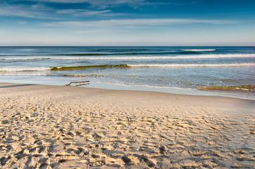 plaża morska w środku jesieni
