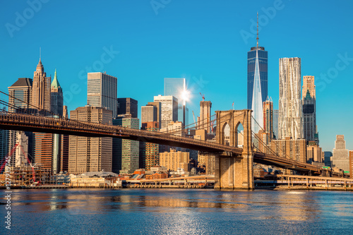 Deurstickers Brooklyn Bridge Famous Skyline of downtown New York City at early morning light