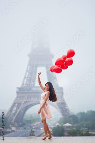 Poster Parisian woman with red balloons in front of the Eiffel tower