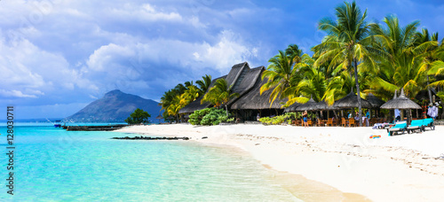 Papiers peints Tropical plage amazing white beaches of Mauritius island. Tropical vacation