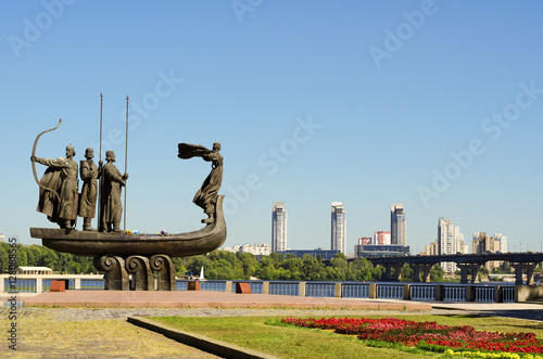 Foto op Canvas Kiev Popular monument to the founders of Kiev on Dnieper river bank