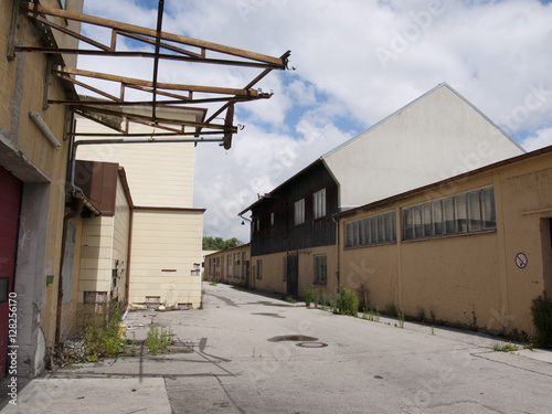Fotobehang Oude verlaten gebouwen Fabrikgelände