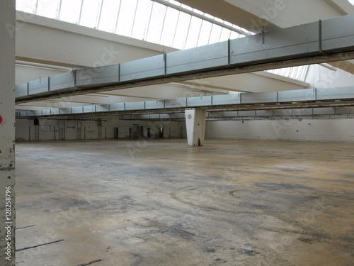 Foto op Canvas Oude verlaten gebouwen Fabrikhalle