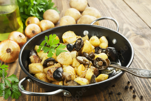 Poster Fried potatoes with mushrooms