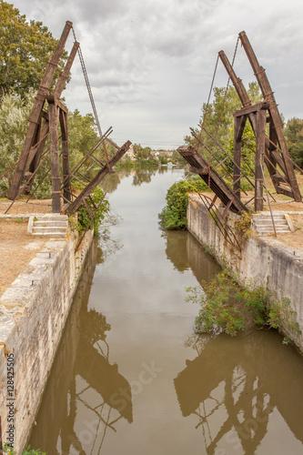 Poster pont de Langlois sur le canal d'Arles à Bouc