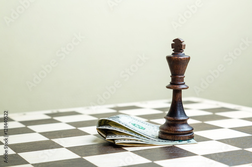 Poster Chess figure the king with money