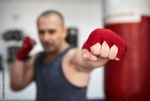 Poster Boxer training in a gym