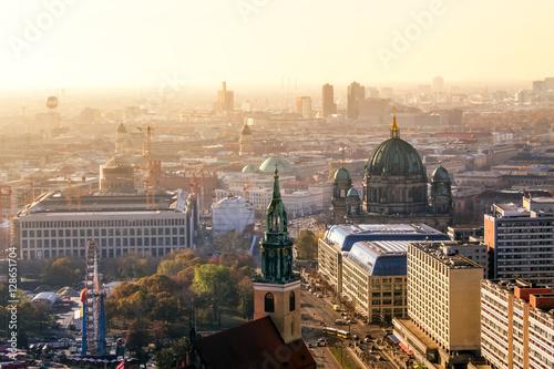 Poster Berliner Dom und Berlin im Sonnenuntergang