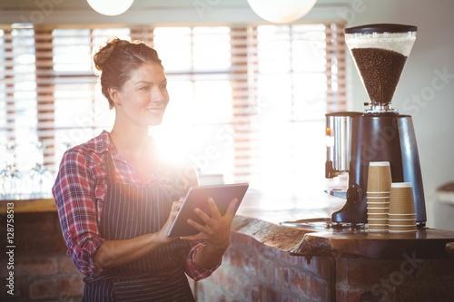 Poszter Waitress writing in a book