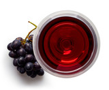 Glass of red wine and grapes - 128769527