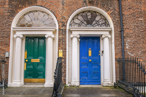 Stampa su Tela Green and blue doors in Dublin