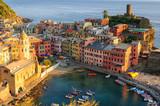 Vernazza, piccolo paese delle cinque terre, liguria  italia