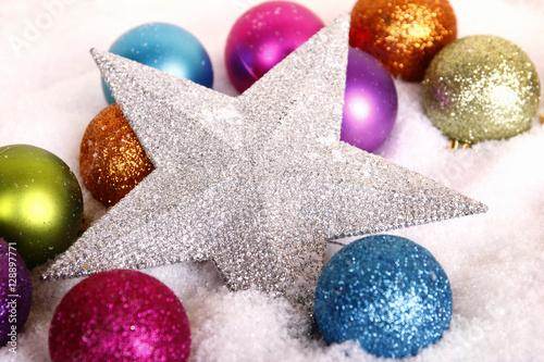 Poster silberner stern mit weihnachtskugeln
