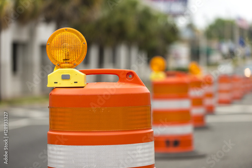Plakat Road closed signs detour traffic temporary barrel arrow light
