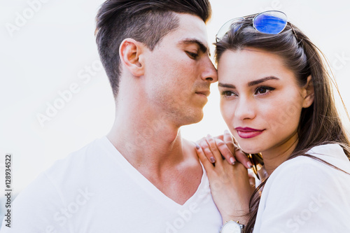 Poster, Tablou Young glamorous couple expressing sensuality