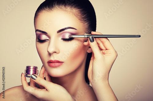Poster Makeup artist applies eye shadow