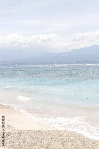 Beautiful sandy beach - 129058328