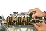 自動車エンジンの整備 - 129074151
