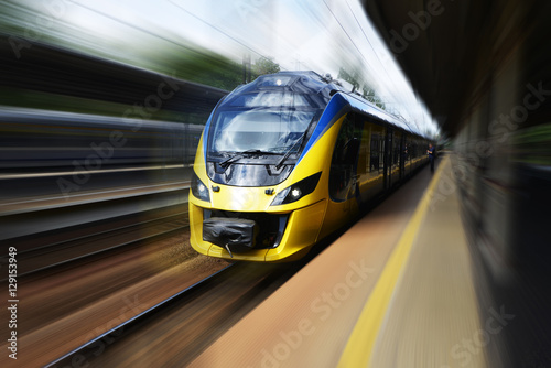 Juliste Modern train