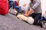 Erste Hilfe - Reanimation - Wiederbelebung - 129213113