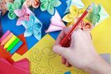 Рисование на разноцветной бумаге
